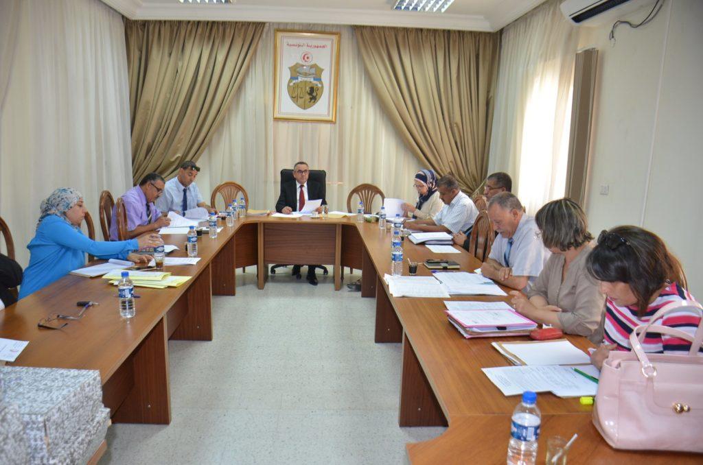 اللجنة الجهوية للصفقات العمومية .