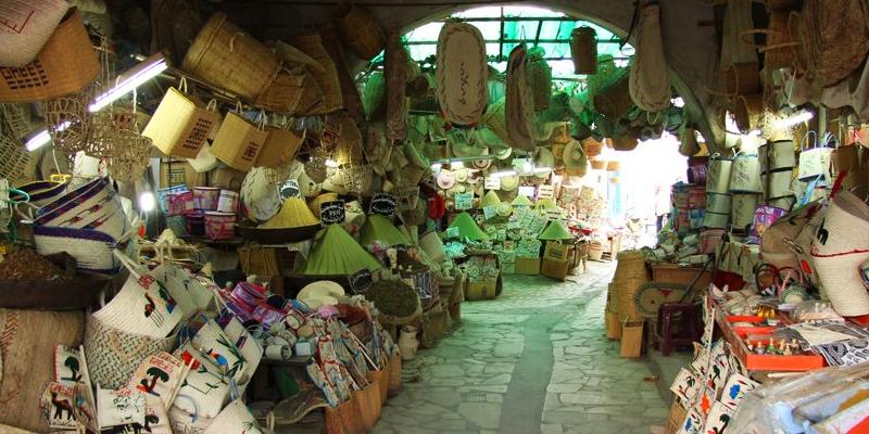 قابس : تجار قابس يحتجون ويقررون مواصلة العمل إلى ليلة العيد - قناة الزيتونة